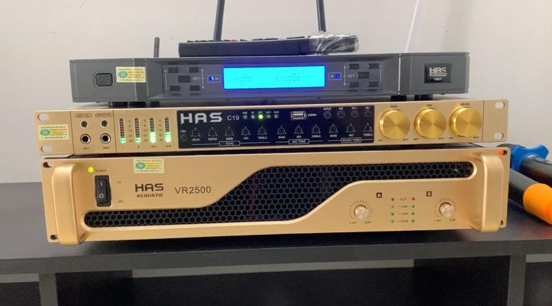 Cục đẩy VR2500 - Vang cơ C19 - Micro không dây VK17