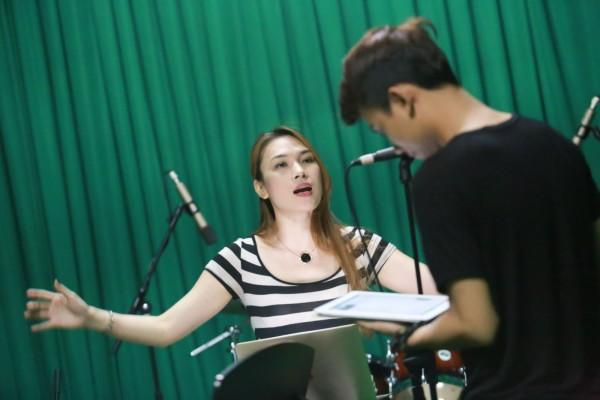 Cách luyện giọng hát karaoke